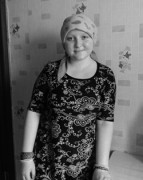 アーニャ ベラルーシ・ゴメリ市。 13歳。悪性リンパ腫。化学療法を受けている。
