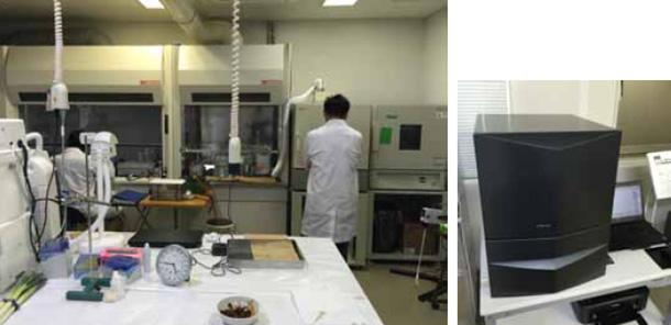 β線の測定にはいくつもの工程を踏むため、さながら実験室のように多くの機器が並ぶ。フィンランド製のシンチレーションカウンター